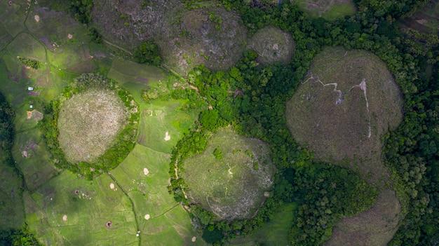 空から見たチョコレートヒルズボホール島 Premium写真