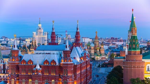 モスクワの赤の広場の聖ワシリイ大聖堂 Premium写真