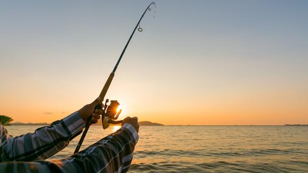 Колесо рыболовной удочки крупным планом Premium Фотографии
