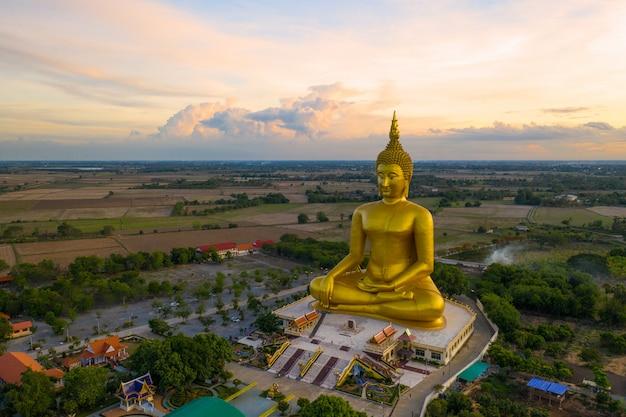 タイ、ワットムアンの大仏」 Premium写真