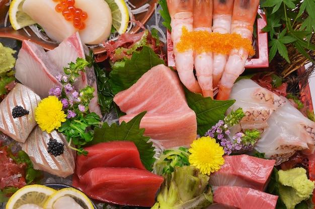 混ぜた刺身、日本食 Premium写真