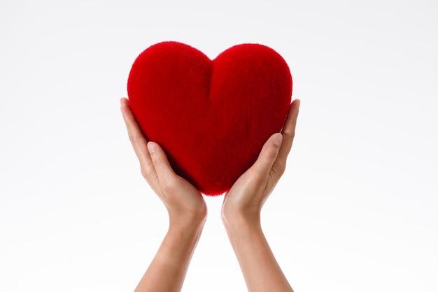 картинка огромное сердце в руках фигуристая