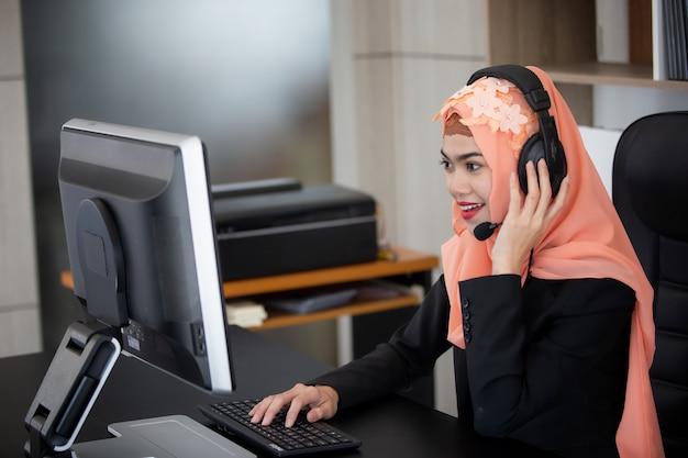 オペレーター女性 Premium写真