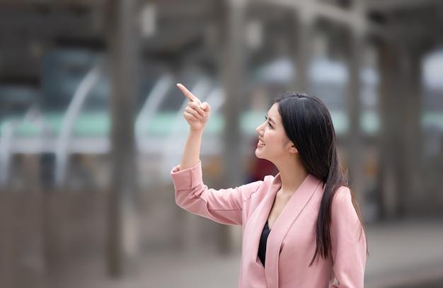アジアの若い女性の肖像画 Premium写真