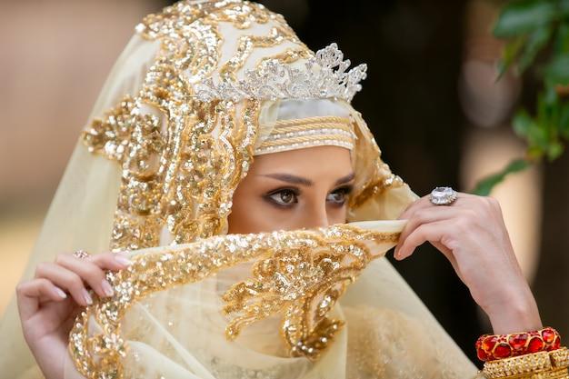 インドネシアのウェディングドレスの女性 Premium写真