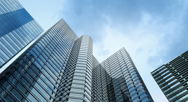 現代的な建物のオフィスと青空の背景 Premium写真