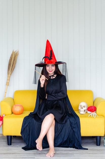 魔法のカボチャとハロウィーンの魔女、 Premium写真