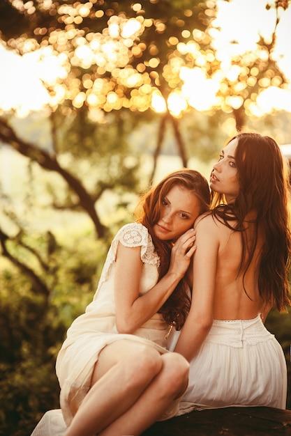 Картинки красивых девушек двоих