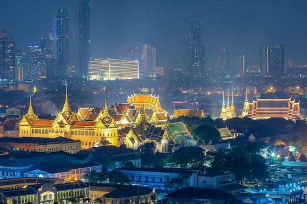 タイ、バンコクの夜にワットプラキー、ワットポー、グランドパレス Premium写真