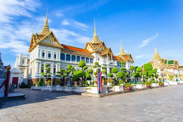 壮大な宮殿とワットプラケオ Premium写真