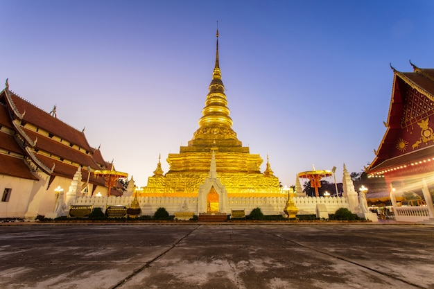Храм ват пхра тхат чхэ хенг Premium Фотографии