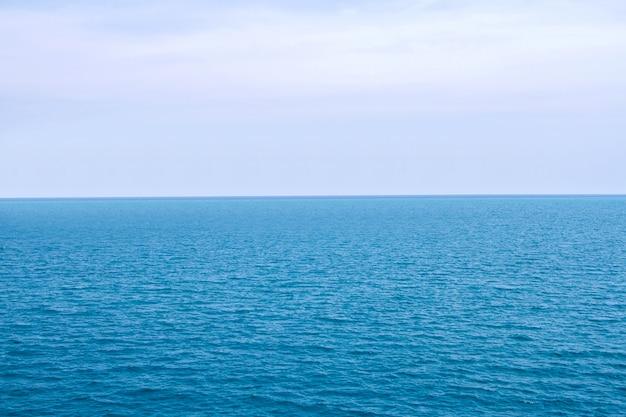 青い海面 Premium写真
