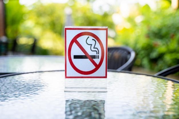 Знак «не курить» знак «не курить» в кафе-кафе Premium Фотографии
