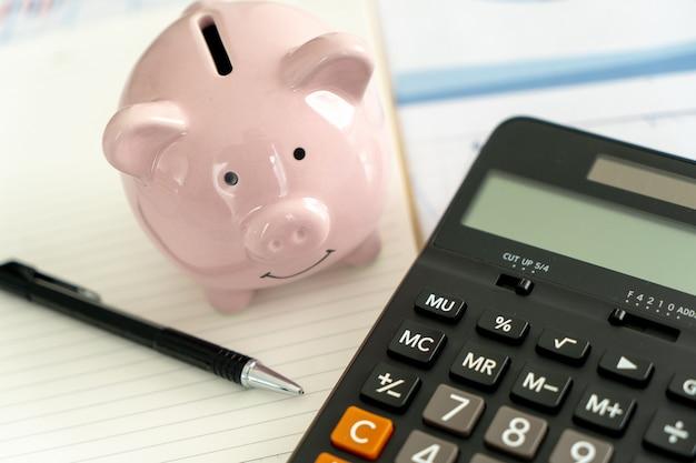 電卓による財務データ分析経済投資計画予算 Premium写真