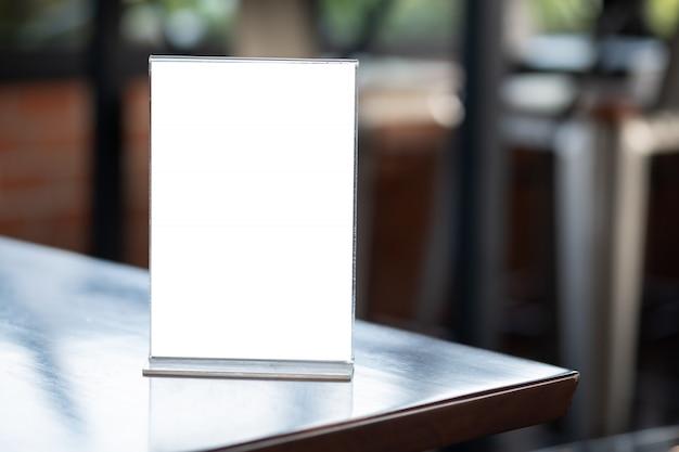 Стенд макет меню рамы палатка карты размытый фон дизайн ключ визуальный макет Premium Фотографии