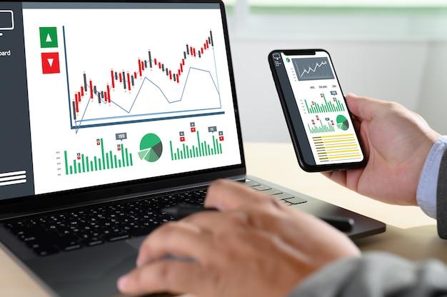 一生懸命働くデータ分析統計情報ビジネステクノロジー Premium写真