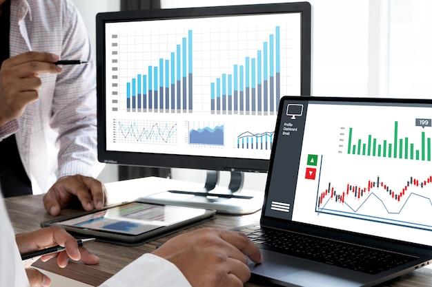 ビジネスマン作業チャートスケジュールまたは財務レポートデータの計画 Premium写真