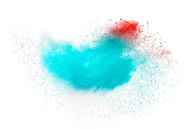 白い背景の上の抽象的なブルーピンクダスト爆発。 Premium写真