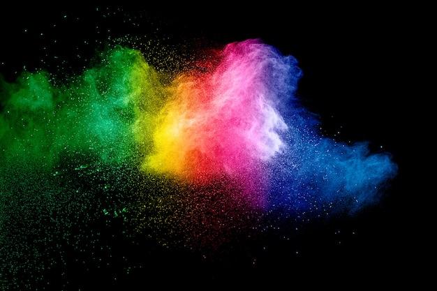 Красочная предпосылка пастельного взрыва порошка. всплеск пыли цвета радуги на черной предпосылке. Premium Фотографии