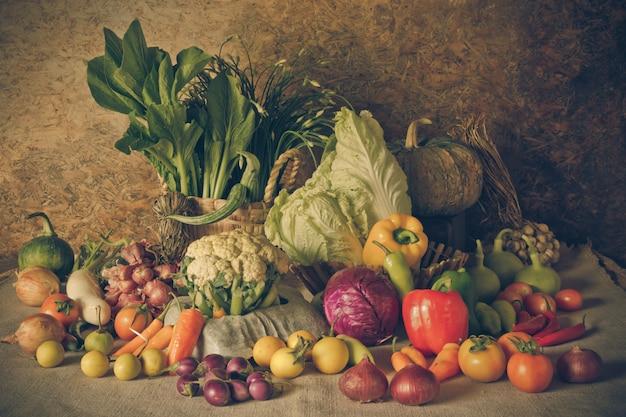 静物野菜、ハーブ、果物 Premium写真