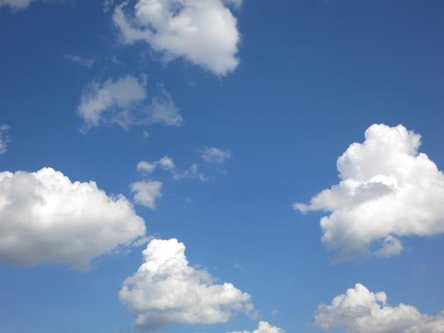 雲と夏の空 Premium写真