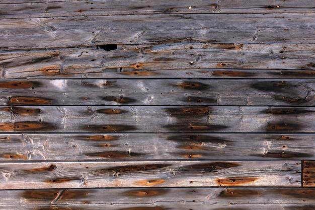 Внешняя деревянная стена с ржавыми гвоздями Premium Фотографии
