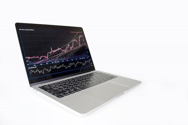 Изображение портативного компьютера показывая финансовую диаграмму на экране. финансовая концепция Premium Фотографии