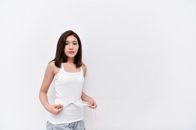 ヘルスケアの概念美しい女性は腰を減らしています Premium写真