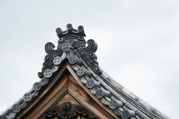 Фронтон дома в японском стиле Premium Фотографии
