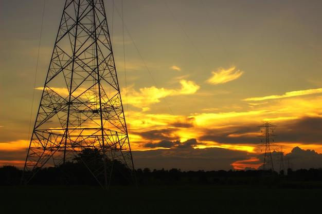 夕日とハイパワーパイロン Premium写真
