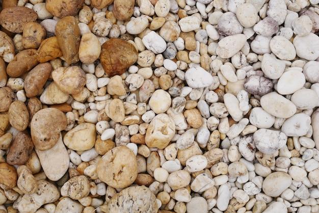 汚れた小石のビーチの石の背景 Premium写真