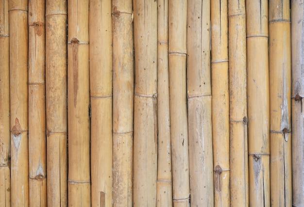 垂直竹フェンスの背景。 Premium写真