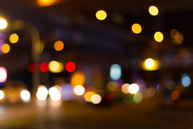 バンコク市内のボケ味の抽象的なイメージが点灯します。 Premium写真