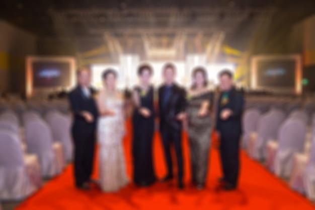 Дисфокус вечеринки деловых мероприятий. вход в красный ковер. гости в фоновом режиме Premium Фотографии