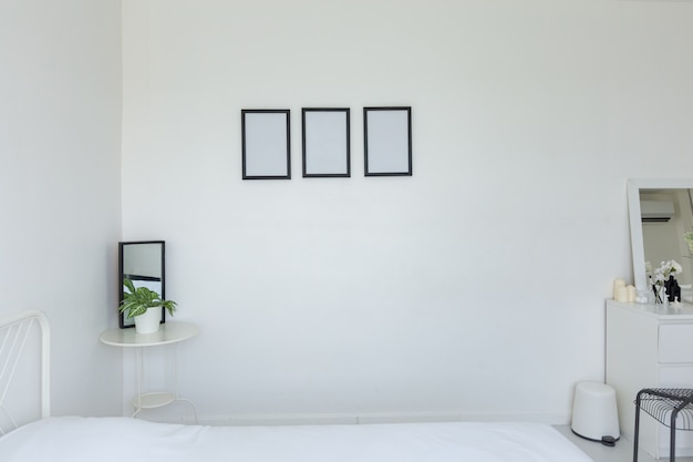 明るいモダンなベッドルームインテリア Premium写真
