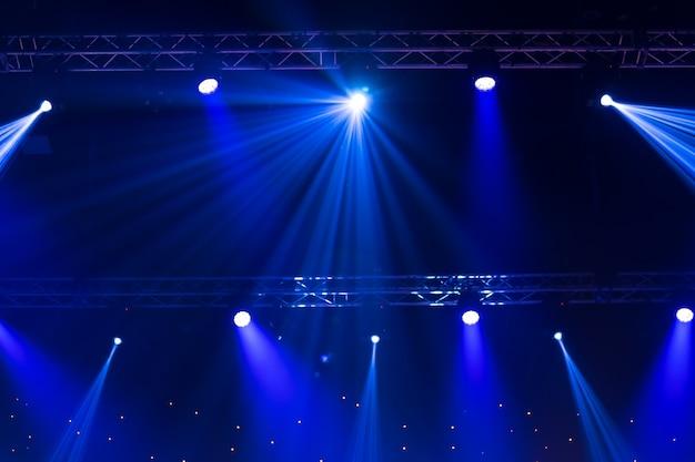 レーザー光線を使った舞台用スポットライト Premium写真