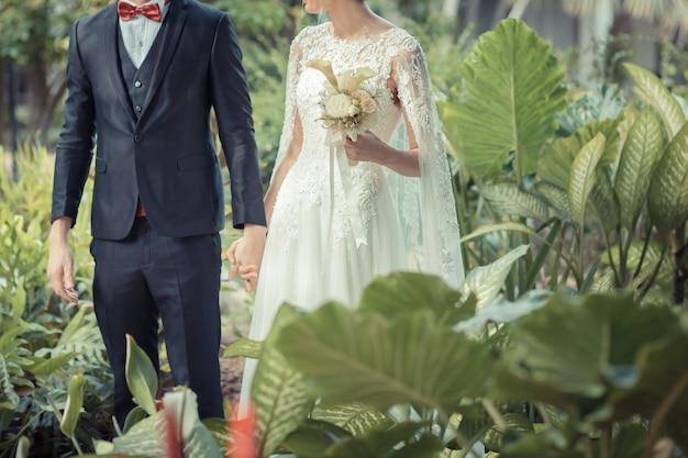 幸せな新郎新婦の結婚式。 Premium写真