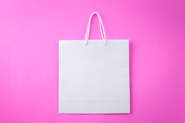 Белая сумка для покупок один розовый фон и копией пространства для простого текста или продукта Premium Фотографии