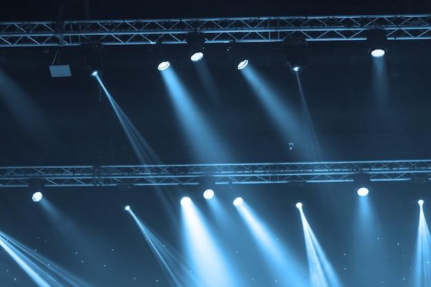 レーザー光線による舞台用スポットライト Premium写真