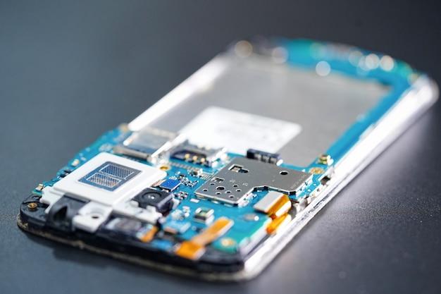 Микросхема основной платы смартфона электронных технологий. Premium Фотографии