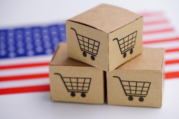 ショッピングカートのロゴとアメリカの国旗が付いている箱。 Premium写真