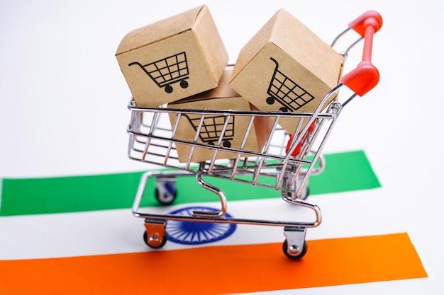 ショッピングカートのロゴとインドの旗が付いている箱 Premium写真