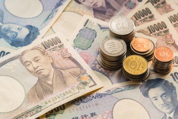 Япония деньги иена банкноты Premium Фотографии