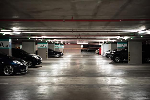 Строительство парковки или автостоянки в городах Premium Фотографии