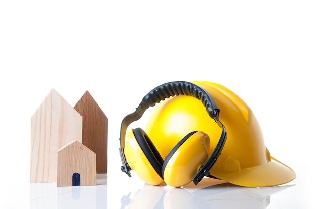 Концепция материалов безопасности дома и здания конструкции. инструменты безопасности дома строителя. Premium Фотографии