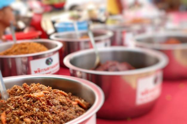 屋台の食べ物で唐辛子ペースト Premium写真