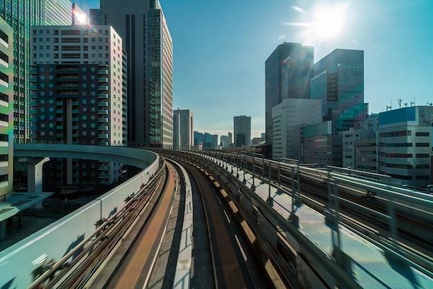 ゆりかもモノレールのシーンからお台場エリア、東京の街並、東京の建築 Premium写真