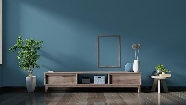 空のインテリアルーム、木製の棚、ランプ、植物、ポスターと暗い壁のキャビネットテレビ。 Premium写真