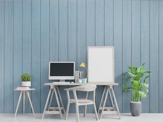 Современный интерьер домашнего офиса с голубыми стенами и подставил вертикальный плакат. Premium Фотографии