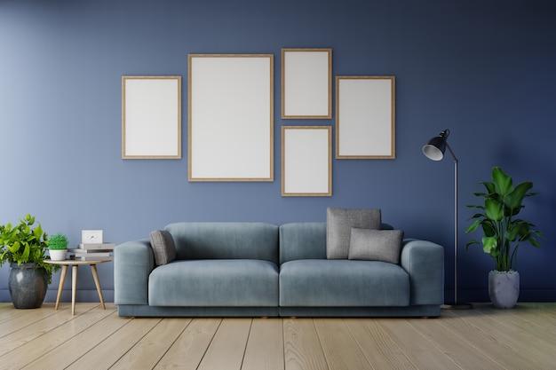 リビングルームのインテリア広告暗い青いソファの空の暗い壁に垂直フレームのポスターのモックアップ。 Premium写真